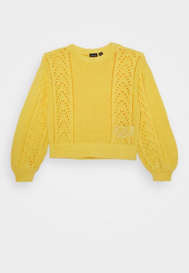 NLFDREW SHORT O NECK - Stickad tröja - yarrow