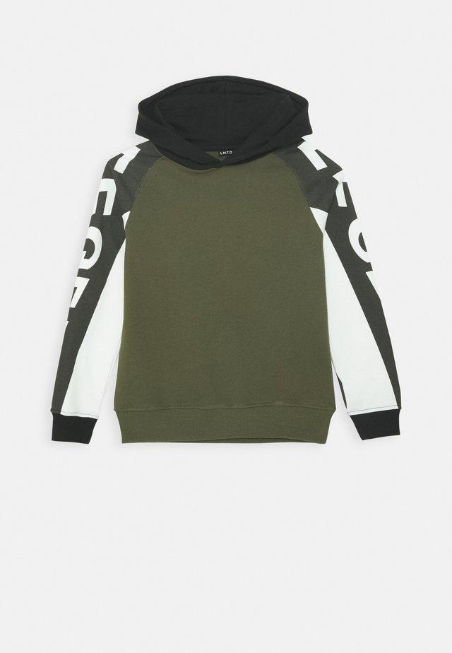 NLMLONZO HOOD - Sweater - ivy green