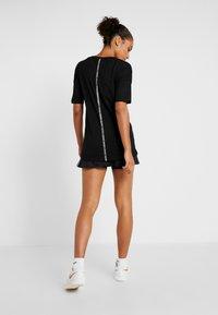 Lacoste Sport - T-shirt med print - black/white - 2
