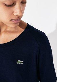 Lacoste Sport - TENNIS  - T-shirt imprimé - bleu marine / bleu marine / blanc / bleu marine - 3