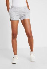 Lacoste Sport - WOMEN TENNIS SHORT - Träningsshorts - silver chine - 0