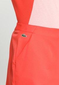 Lacoste Sport - CLASSIC GOLF PERFORMANCE SKIRT - Sports skirt - mango tree red - 6