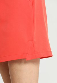 Lacoste Sport - CLASSIC GOLF PERFORMANCE SKIRT - Sports skirt - mango tree red - 4