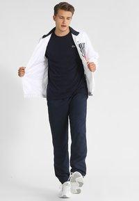 Lacoste Sport - CLASSIC - Camiseta básica - navy blue - 1
