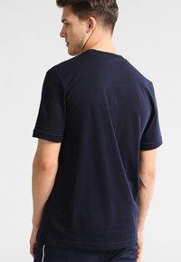Lacoste Sport - CLASSIC - Camiseta básica - navy blue - 2