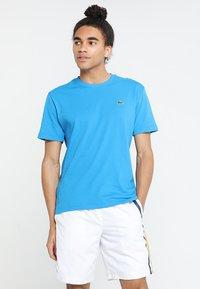 Lacoste Sport - CLASSIC - Camiseta básica - light blue/blue - 0