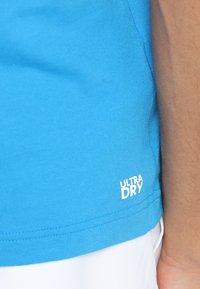 Lacoste Sport - CLASSIC - Camiseta básica - light blue/blue - 5