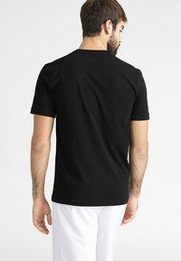 Lacoste Sport - HERREN - Basic T-shirt - black - 2