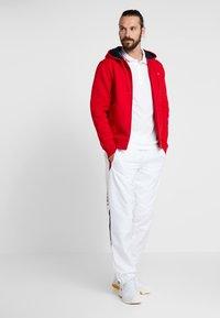 Lacoste Sport - Camiseta de deporte - white/red - 1