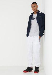 Lacoste Sport - BIG LOGO - T-shirt med print - silver chine/navy blue - 1