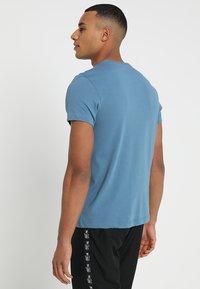 Lacoste Sport - BIG LOGO - T-shirt med print - neottia/black - 2