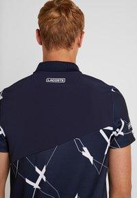 Lacoste Sport - TENNIS GRAPHIC - Poloskjorter - navy blue/white - 5
