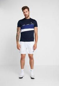 Lacoste Sport - TENNIS - T-Shirt print - navy blue/ocean/white - 1