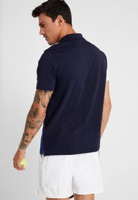 Lacoste Sport - TENNIS BLOCK - Poloshirt - navy blue/ocean white red