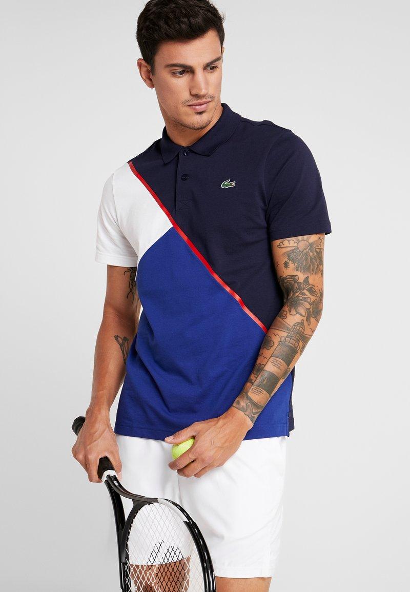 Lacoste Sport - TENNIS BLOCK - Poloshirt - navy blue/ocean white red