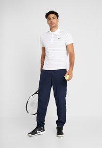 Lacoste Sport - Camiseta de deporte - white/navy blue - 1
