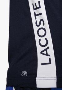 Lacoste Sport - TENNIS BLOCK - T-shirt imprimé - obscurity/navy blue/white - 5