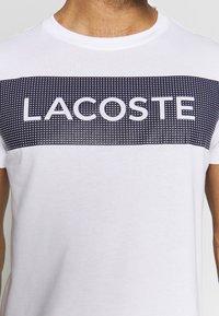 Lacoste Sport - LOGO  - Print T-shirt - white/navy blue - 6