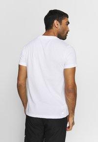 Lacoste Sport - LOGO  - Print T-shirt - white/navy blue - 2