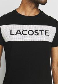 Lacoste Sport - LOGO  - T-Shirt print - black/white - 4