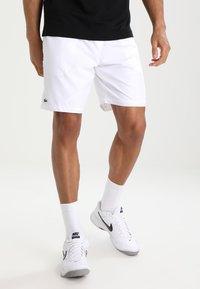 Lacoste Sport - HERREN SHORT - kurze Sporthose - white - 0