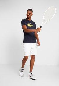 Lacoste Sport - MEN TENNIS SHORT - Sports shorts - white - 1