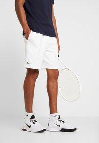 Lacoste Sport - MEN TENNIS SHORT - Sports shorts - white - 0