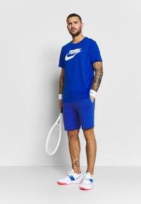 Lacoste Sport - MEN TENNIS SHORT - Krótkie spodenki sportowe - blue - 4