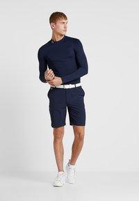 Lacoste Sport - GOLF BERMUDA SHORT - Pantalón corto de deporte - navy blue - 1