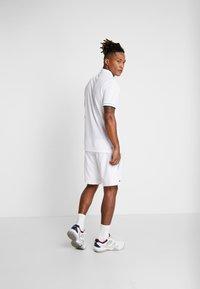 Lacoste Sport - TENNIS - Sports shorts - white/obscurity haiti/blue lemon - 2