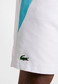 Lacoste Sport - TENNIS - Sports shorts - white/obscurity haiti/blue lemon - 3