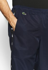 Lacoste Sport - TENNIS PANT TAPERED - Jogginghose - navy blue/black - 4