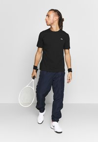Lacoste Sport - TENNIS PANT TAPERED - Jogginghose - navy blue/black - 1