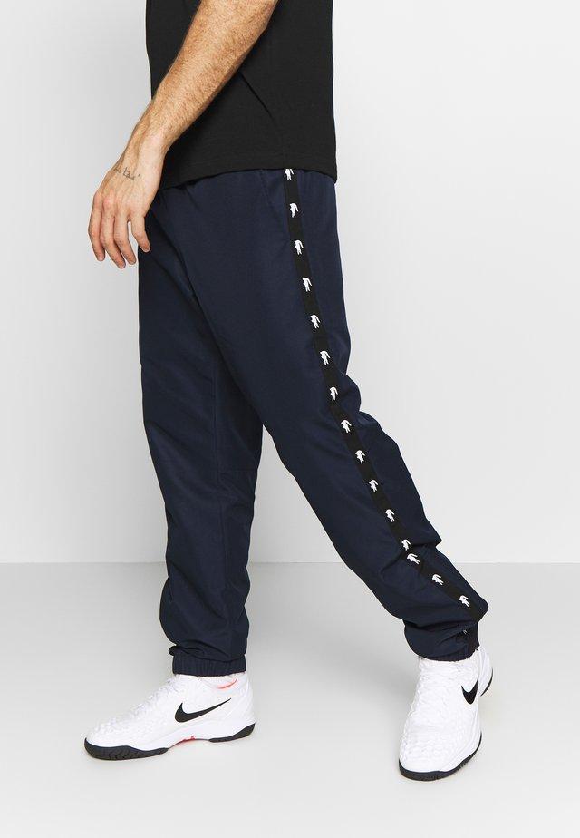TENNIS PANT TAPERED - Jogginghose - navy blue/black