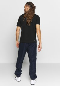 Lacoste Sport - TENNIS PANT TAPERED - Jogginghose - navy blue/black - 2