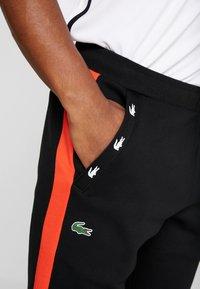 Lacoste Sport - PANT TAPERED - Pantalon de survêtement - black/corrida - 4