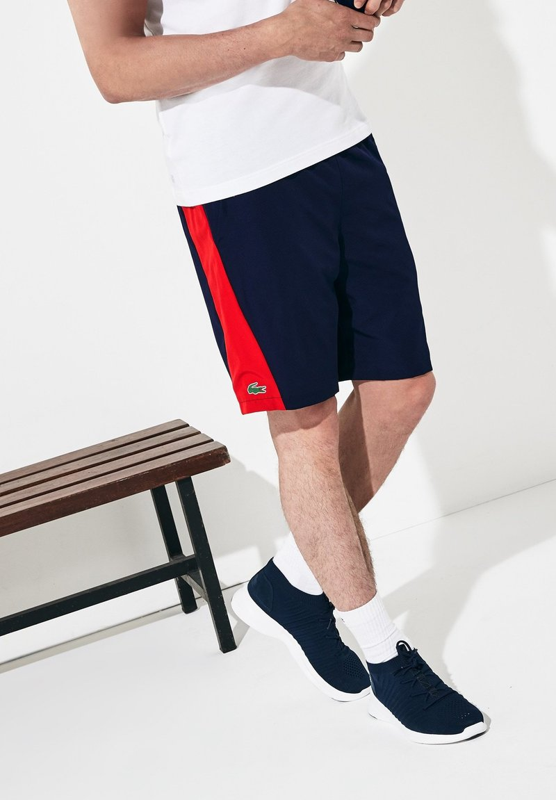 Lacoste Sport - Shorts - navy blue/red/white