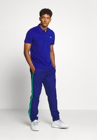 Lacoste Sport - TENNIS PANT - Tracksuit bottoms - cosmic/greenfinch/white/black - 1