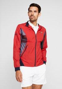 Lacoste Sport - TENNIS JACKET DJOKOVIC - Sportovní bunda - tokyo red/navy blue - 0