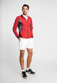 Lacoste Sport - TENNIS JACKET DJOKOVIC - Sportovní bunda - tokyo red/navy blue - 1
