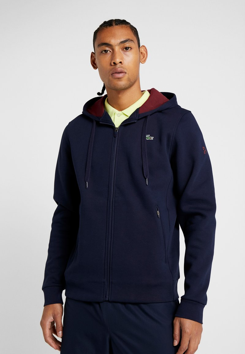 Lacoste Sport - TENNIS JACKET DJOKOVIC - Zip-up hoodie - navy blue/medoc