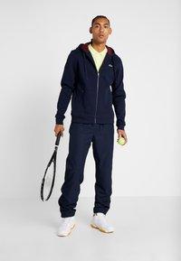 Lacoste Sport - DJOKOVIC - veste en sweat zippée - navy blue/medoc - 1