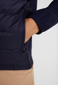Lacoste Sport - Bunda zprachového peří - navy blue/white - 4
