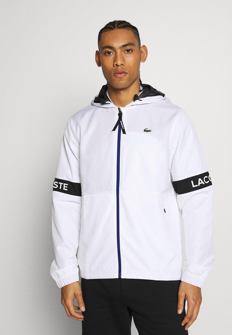 Lacoste Sport - TENNIS JACKET - Vodotěsná bunda - white/black