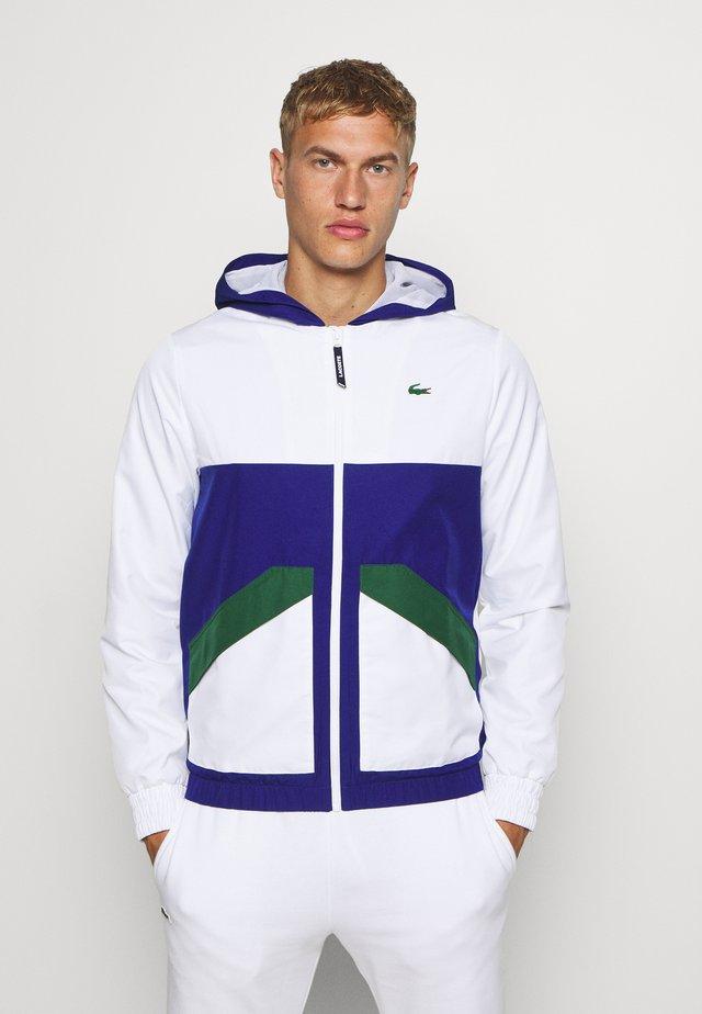 TENNIS JACKET - Veste de survêtement - white/cosmic-green