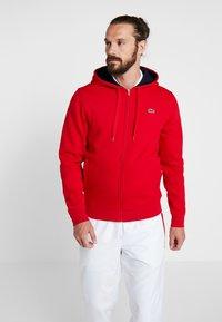 Lacoste Sport - HERREN SWEATJACKE-SH7609 - Sweatjacke - red/navy blue - 0