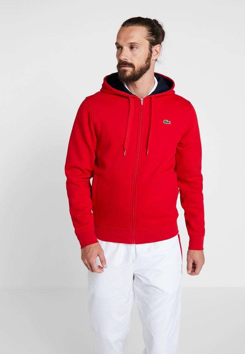 Lacoste Sport - HERREN SWEATJACKE-SH7609 - Sweatjacke - red/navy blue
