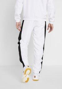 Lacoste Sport - TRACKSUIT - Trainingsanzug - white/black/illumination - 4