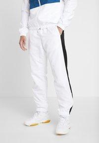 Lacoste Sport - TRACKSUIT - Trainingsanzug - white/black/illumination - 3
