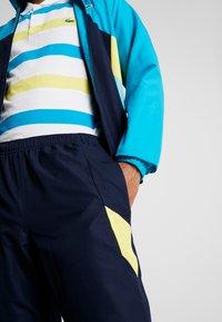 Lacoste Sport - TRACKSUIT HOODED SET - Träningsset - navy blue/haiti blue/lemon/white - 7